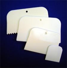 PLASTIC SPREADERS - 4 DIFFERENT TYPES